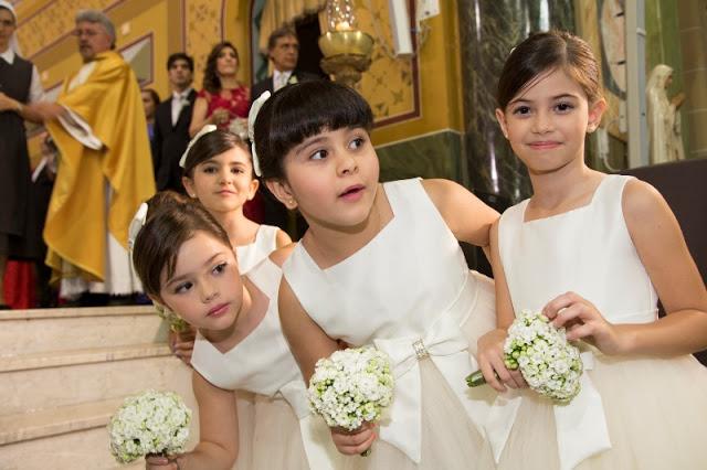 daminhas-aguardando-a-noiva-casamento-larissa-ricciardi-e-paulo-henrique